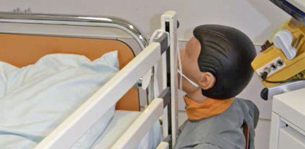 Fixieren bett kind im Mutter und